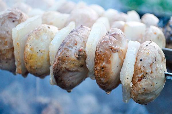 Шашлык из грибов и шпика