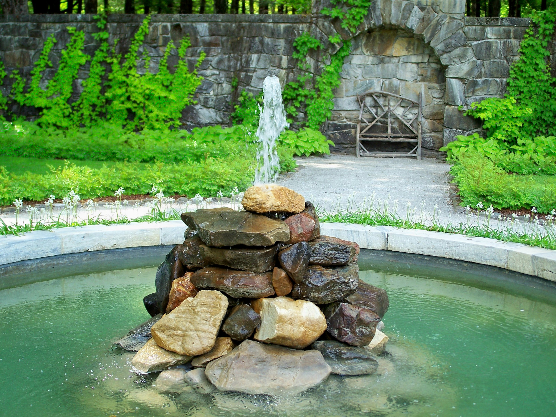 themountitaliangardenwithfountain7358101471030811667 - Как сделать на участке фонтан